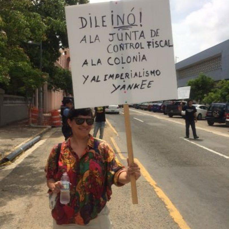 El Frente del Pueblo Puertorriqueño se manifestó en horas del día de hoy, cerca de la sede del Partido Popular Democrático (PPD) en Puerta de Tierra en San Juan. Foto:David Cordero Mercado. Imagen Por: