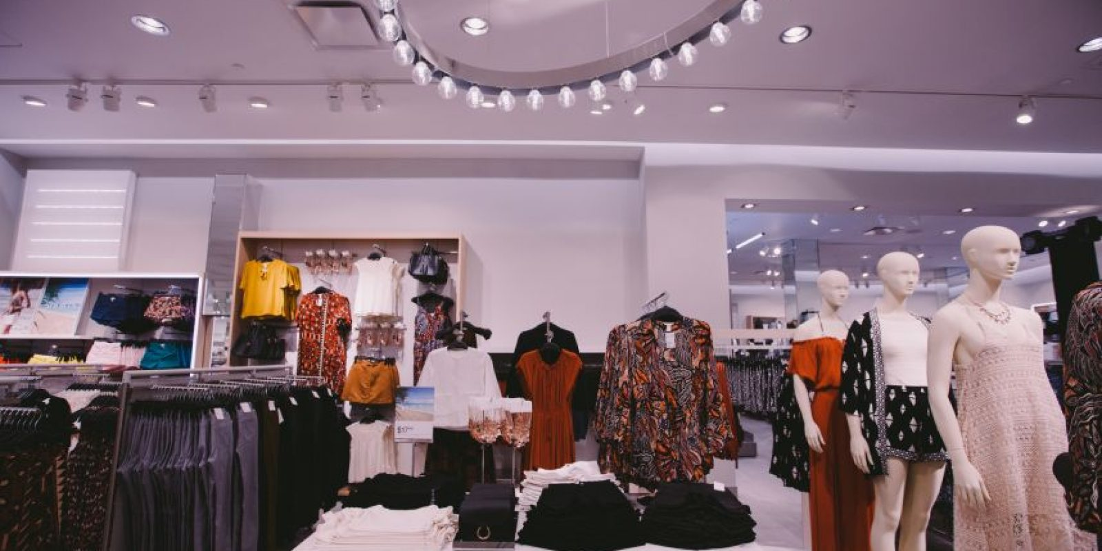 Parte de la sección de mujeres en H&M. Foto:Suministrada: Worldjunkies. Imagen Por: