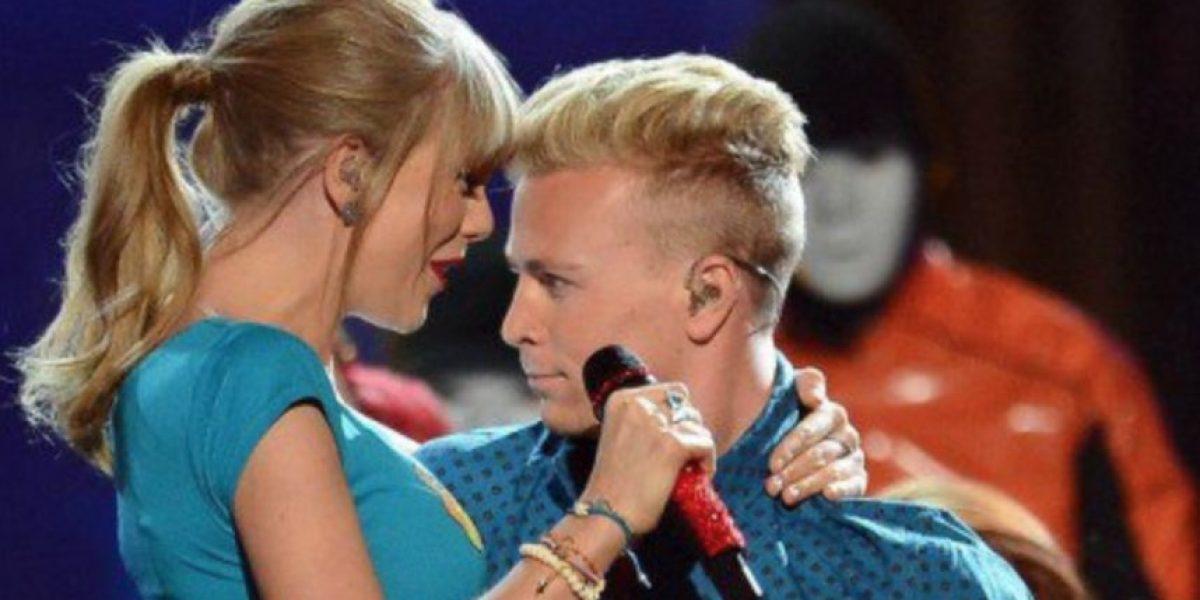 Hackean a exbailarín de Taylor Swift y revelan mensaje sobre exnovio