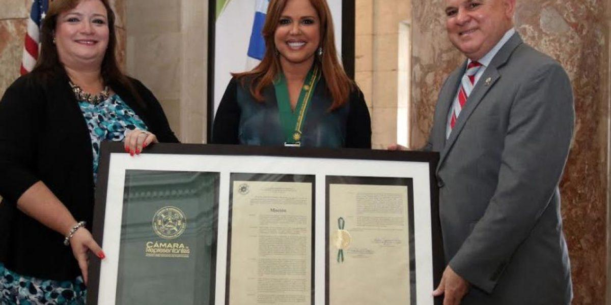 María Celeste Arrarás recibe homenaje en Cámara de Representantes