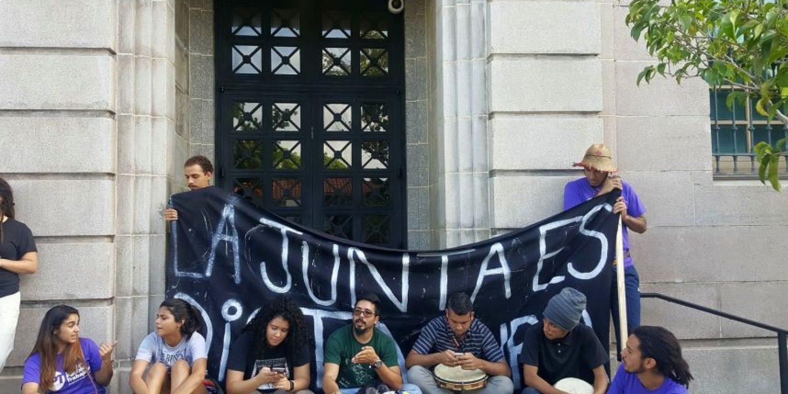 Desobediencia civil contra la Junta de Control Fiscal frente a la Corte de Quiebras en el Viejo San Juan. Foto: Juventud Trabajadora – PPT Foto:Juventud Trabajadora – PPT. Imagen Por:
