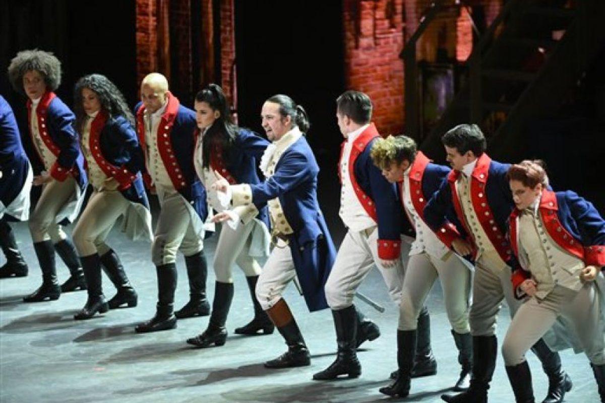 """Lin-Manuel Miranda, en el centro, y el elenco de """"Hamilton"""" actúan en la ceremonia de los Premios Tony, el domingo 12 de junio del 2016 en Nueva York. Foto: (Foto por Evan Agostini/Invision/AP). Imagen Por:"""