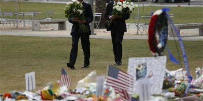 Presidente y vicepresidente colocaron flores en el memorial Foto:AP. Imagen Por: