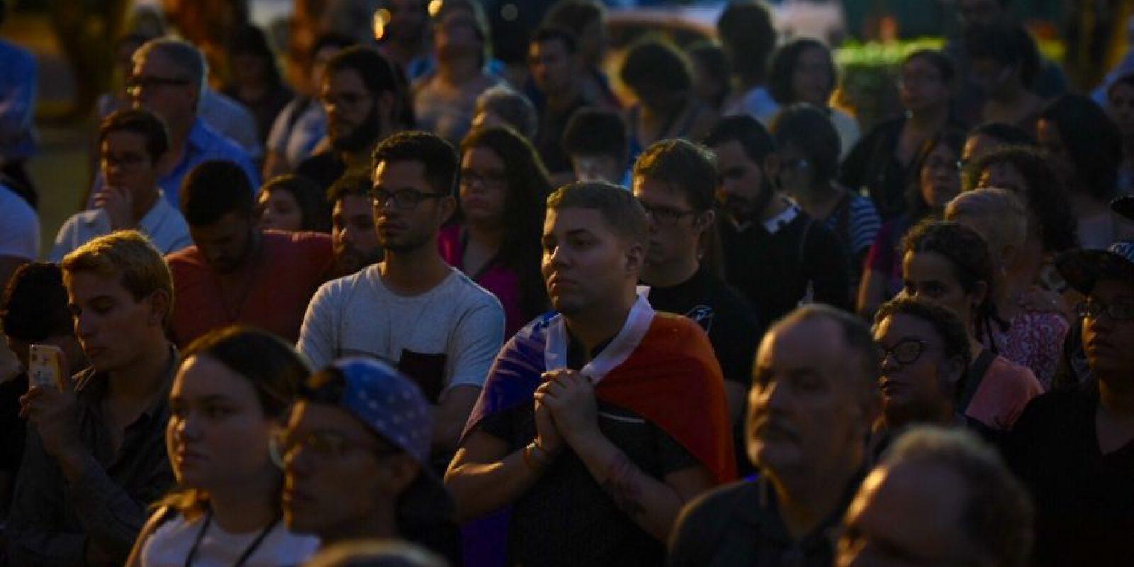 Varias decenas de personas asistieron al homenaje en la UPR. Foto:Dennis Jones. Imagen Por: