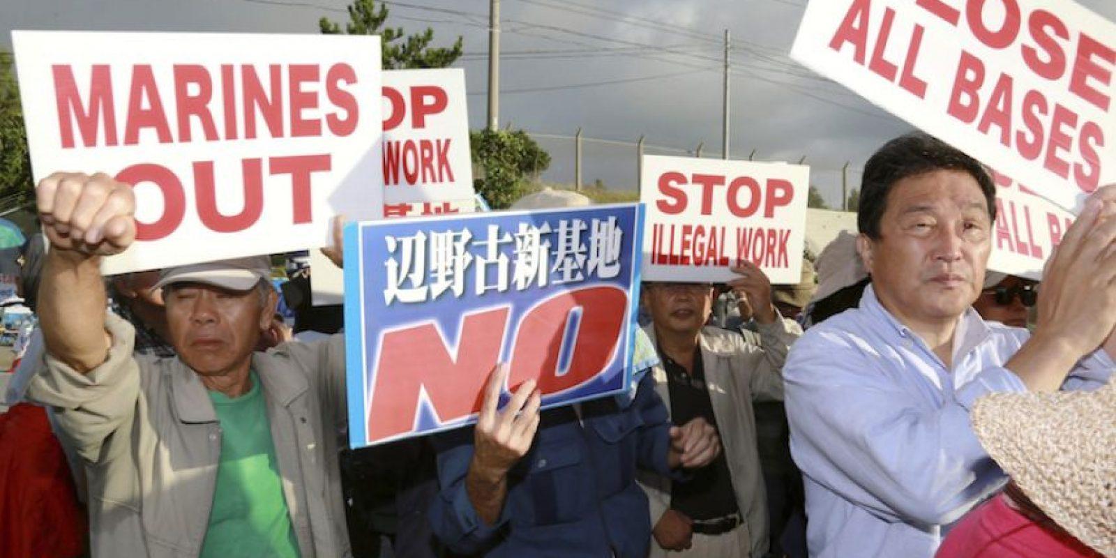 Ciudadanos japoneses protestan contra la presencia de bases estadounidenses en su país. Foto:EFE. Imagen Por: