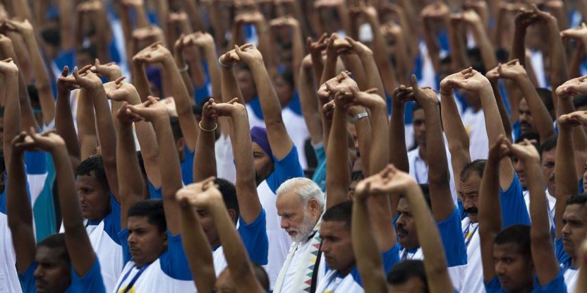 Millones de indios celebran el Día Internacional del Yoga