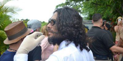 Draco Rosa caminando por la Hacienda y compartiendo con el público. Foto:INS. Imagen Por: