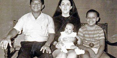 Obama con sus madre Foto:Wikimedia. Imagen Por: