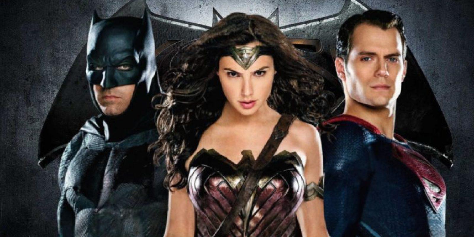 La Mujer Maravilla prácticamente los borra en una aparición. Foto:vía Warner. Imagen Por: