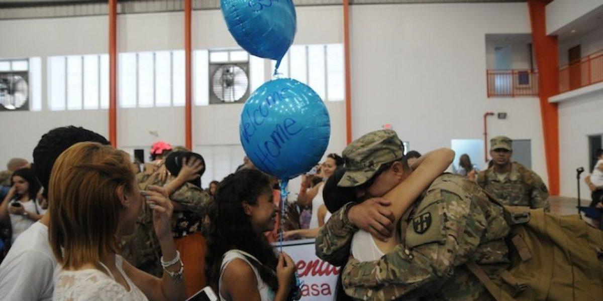 Soldados puertorriqueños retornan tras un año en Kuwait