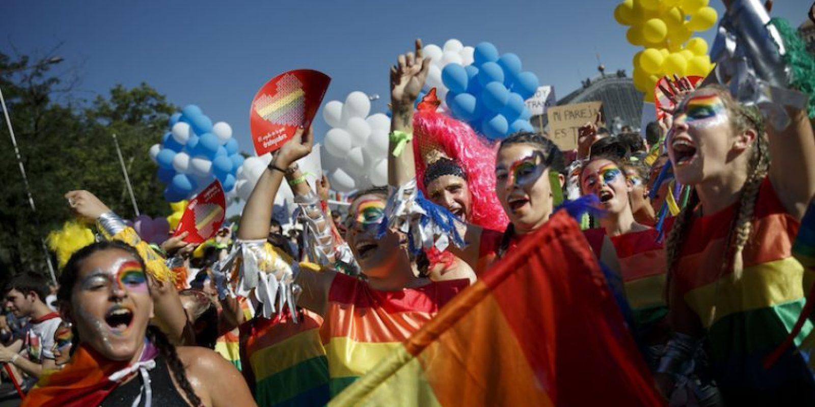 Asistentes bailan durante el desfile gay en Madrid, España, el sábado 2 de julio de 2016. Foto:AP. Imagen Por: