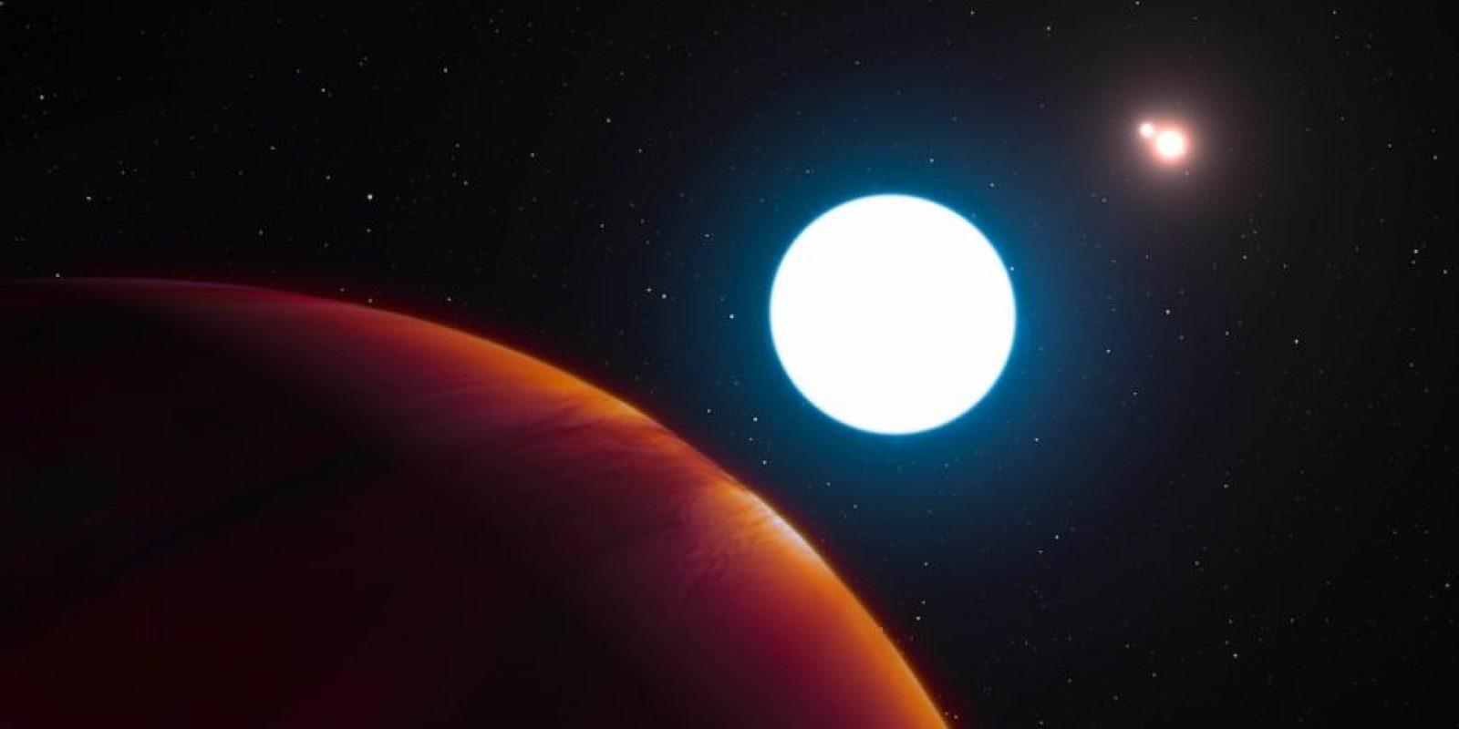 Esta imagen provista por el Observatorio del Sur de Europa muestra el gráfico de un sistema con tres soles HD 131399 cerca del gran planeta de gas que gira en órbita dentro del sistema. un equipo, dirigido por la Universidad de Arizona, usó un telescopio ESO en Chile para hallar el sistema que está a 320 años luz de distancia. Los astrónomos revelaron sus hallazgos el jueves 7 de julio del 2016. (L. Calçada/ESO via AP). Imagen Por: