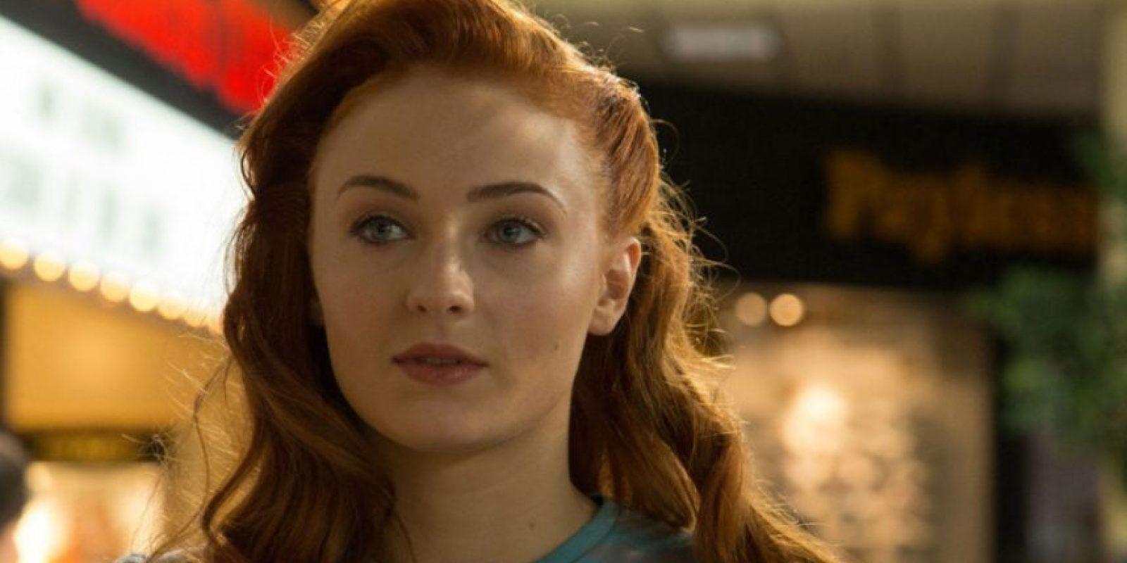 """Jean Grey es interpretada por Sophie Turner (Sansa en """"Juego de Tronos""""). Esta fue personificada por Famke Jansen. Foto:vía Fox. Imagen Por:"""