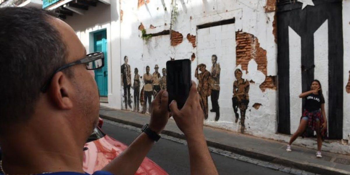 Artistas explican razones para pintar bandera de luto