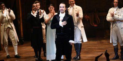 """El actor y creador del exitoso musical """"Hamilton"""", Lin-Manuel Miranda, saluda al público durante su ultima actuación en el teatro Richard Rogers, el 9 de julio de 2016, en Nueva York. Foto:AP. Imagen Por:"""