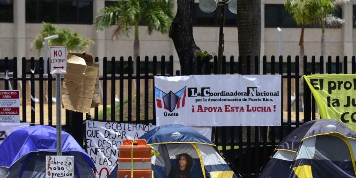 FOTOS: Sigue en pie campamento contra la Junta Fiscal