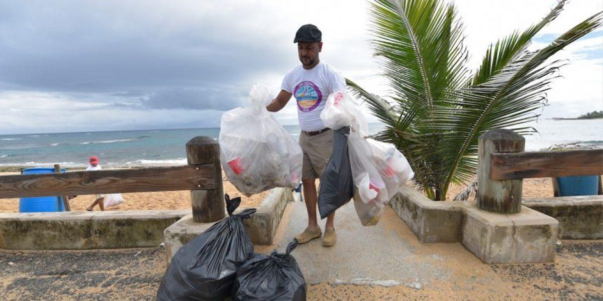 Recogen 903 libras de basura en playa de Piñones