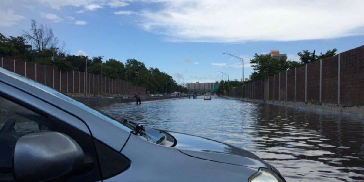 Tapones tras lluvias en varias vías del área metropolitana