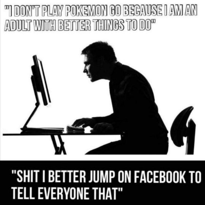 """""""Yo no juego Pokémon, soy un adulto y tengo mejores cosas que hacer… rayos, mejor corro a Facebook y se los hago saber"""" Foto:Twitter. Imagen Por:"""