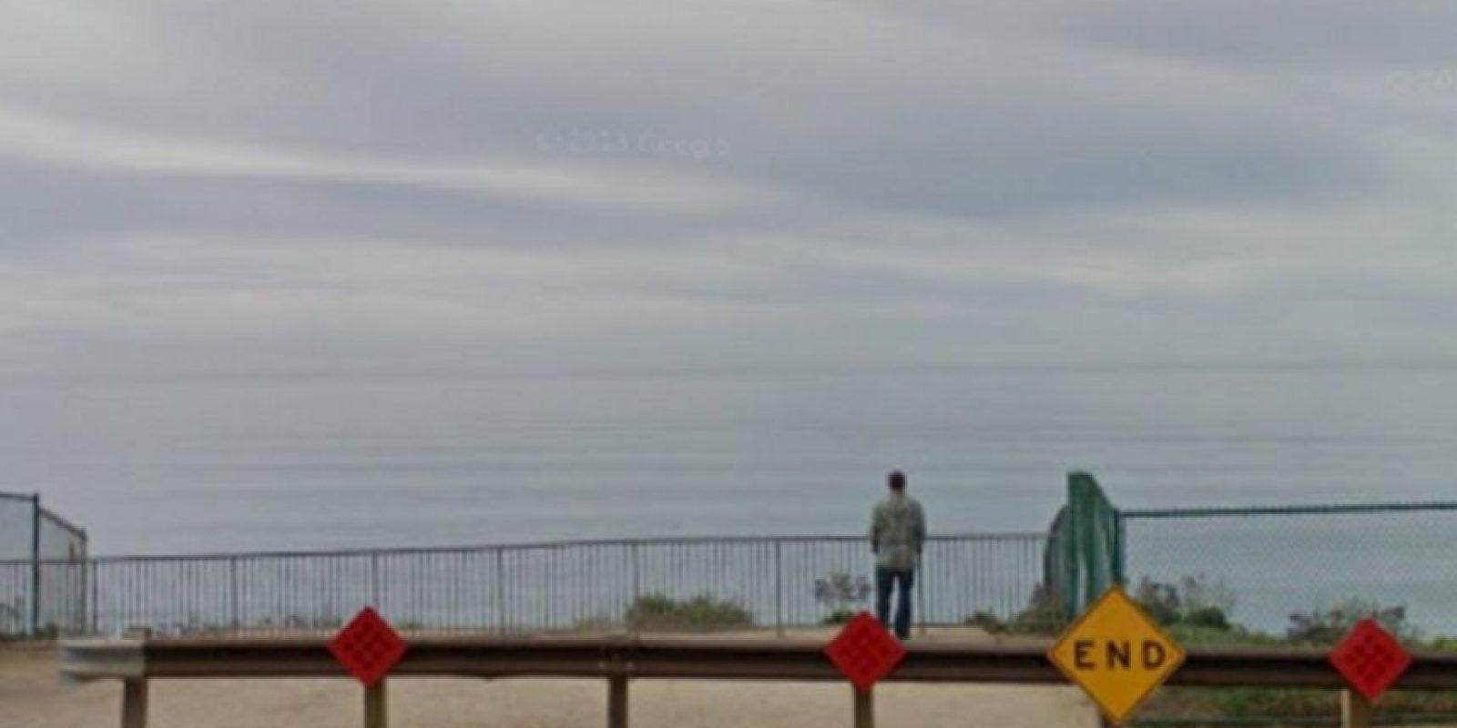 Este es el acantilado donde cayeron los hombres. Foto:Twitter. Imagen Por: