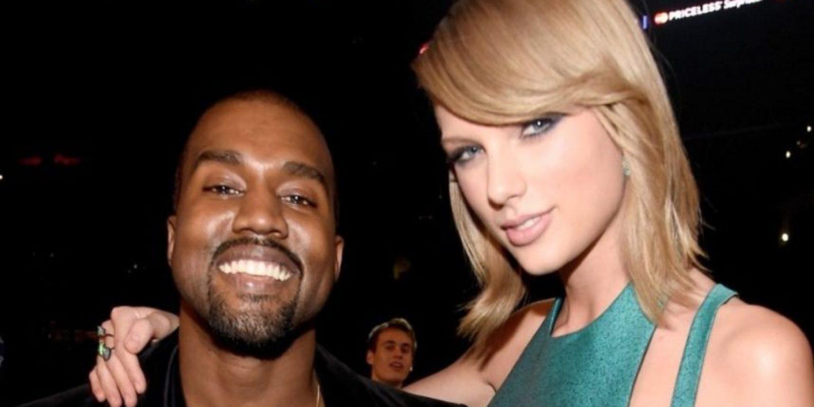 Hubo polémica, pero él insistió en que Swift le había dado su aprobación y ella negó haber escuchado la letra. Foto:Getty Images. Imagen Por: