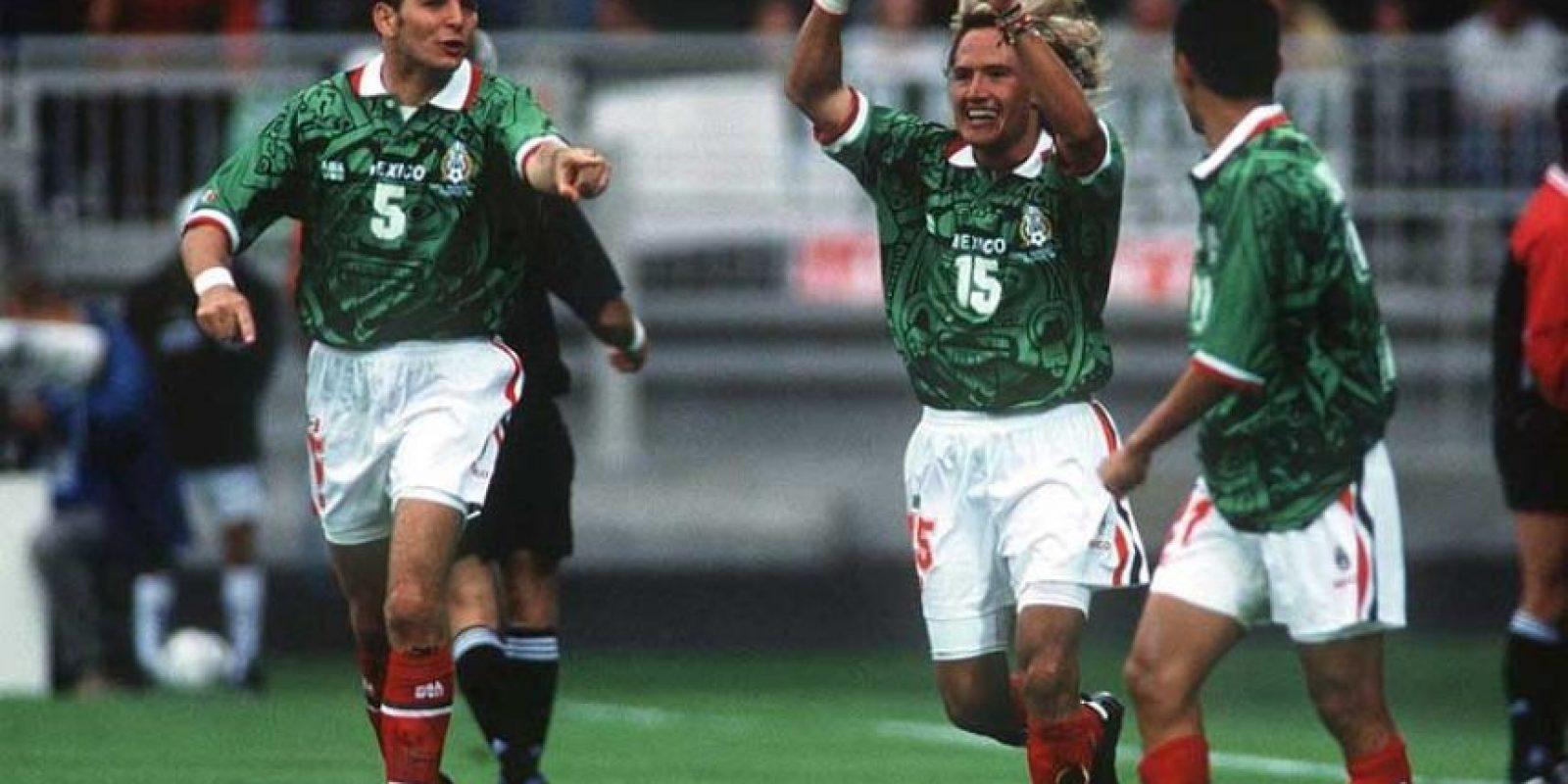 La camiseta de la Selección Mexicana en Francia 1998. Foto:Getty Images. Imagen Por: