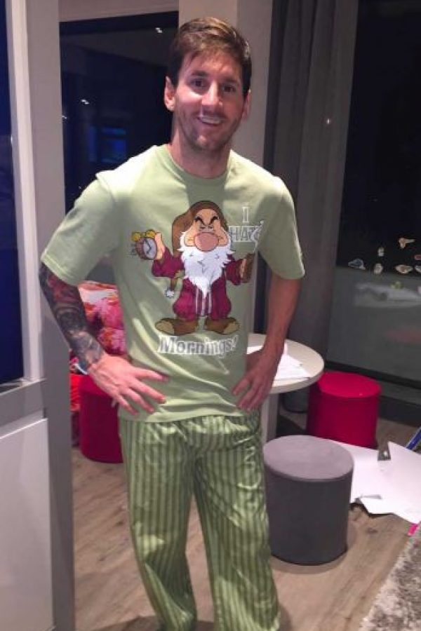 Meses antes, Luis Suárez le regaló esta pijama tan original. Foto:Vía instagram.com/leomessi. Imagen Por: