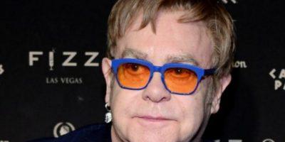 El camerino de Elton John tiene que tener 60 metros cuadrados, estar pintado en color crema, con frutas y verduras alineadas por color y estar completamente climatizado. Foto:vía Getty Images. Imagen Por: