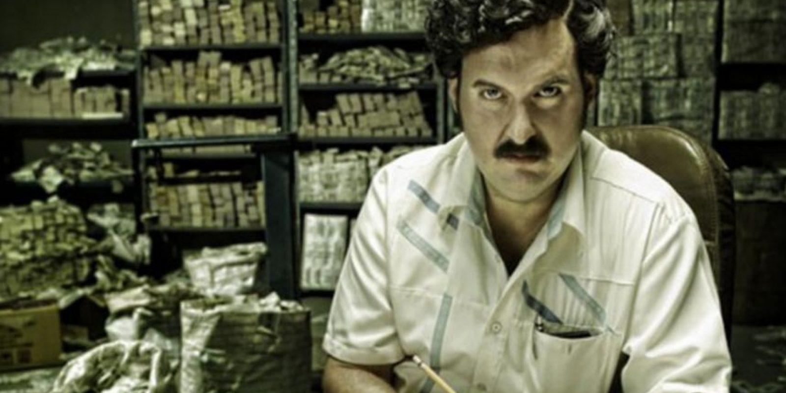 """La serie """"Escobar, el Patrón del Mal"""", aunque se esforzó en mostrar con rigor la malignidad y el terror de este hombre, dejó en muchos televidentes extranjeros la idea de que el capo era gracioso y un modelo a seguir. Foto:Canal Caracol. Imagen Por:"""