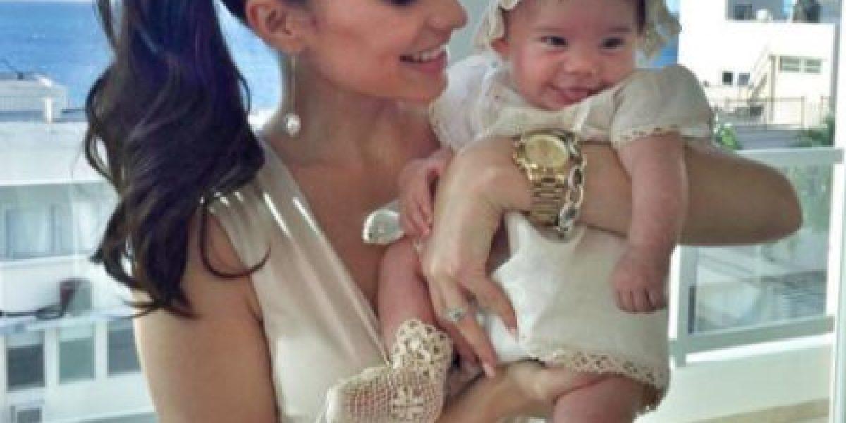 """Video: Viviana Ortiz """"se come"""" a su bebé Paulina y esta no para de reír"""