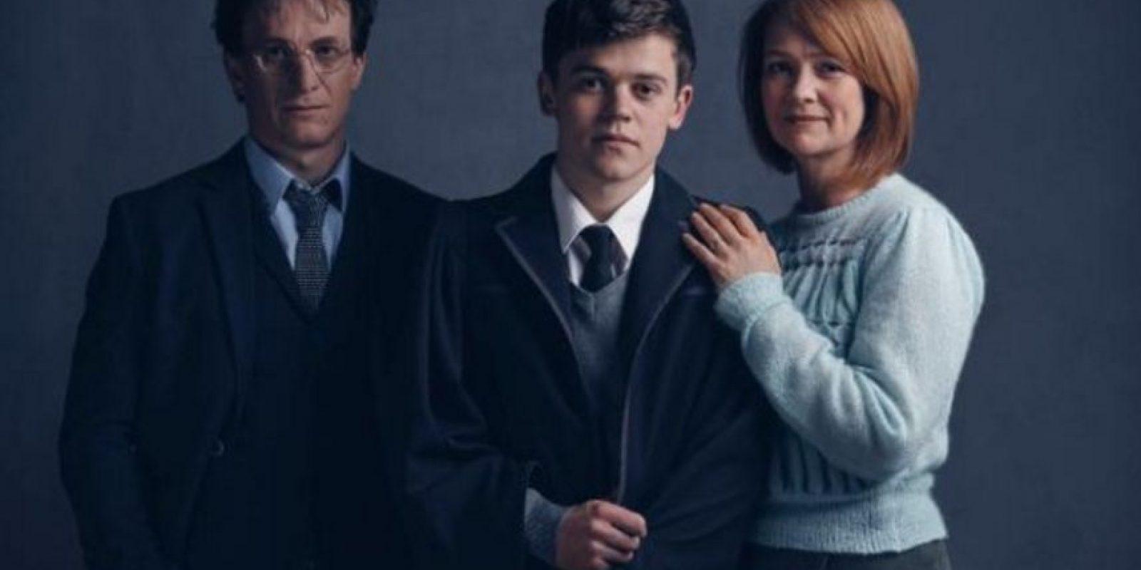 Harry, Albus Severus y Ginny. Foto:London Palace Theatre. Imagen Por: