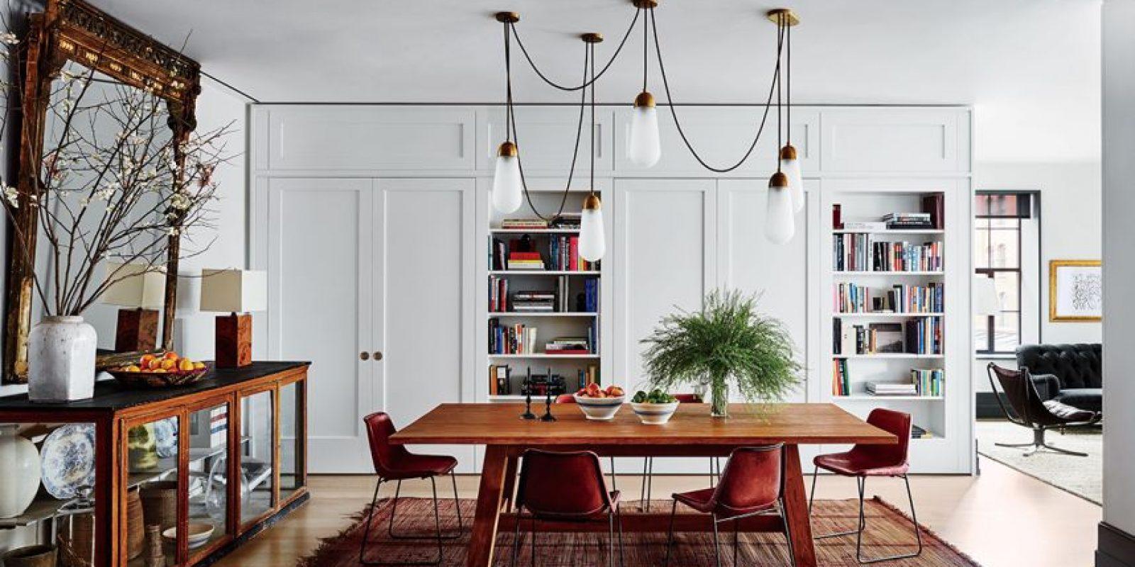 Apartamento de la actriz Naomi Watts y Liev Shreiber en Manhattan. Diseño por Ashe + Leandro. Luces por Apparatus Studio | Mesa Ralph Lauren | Sillas Sol y Luna Foto:Architectural Digest. Imagen Por: