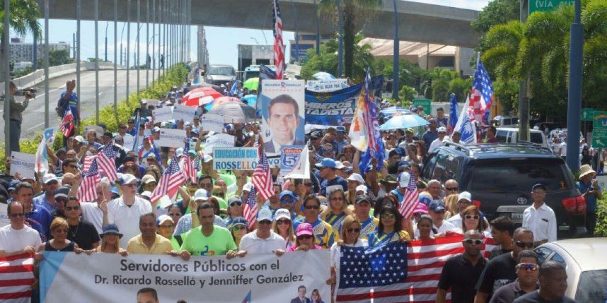 Servidores públicos marchan para celebrar legado de Barbosa