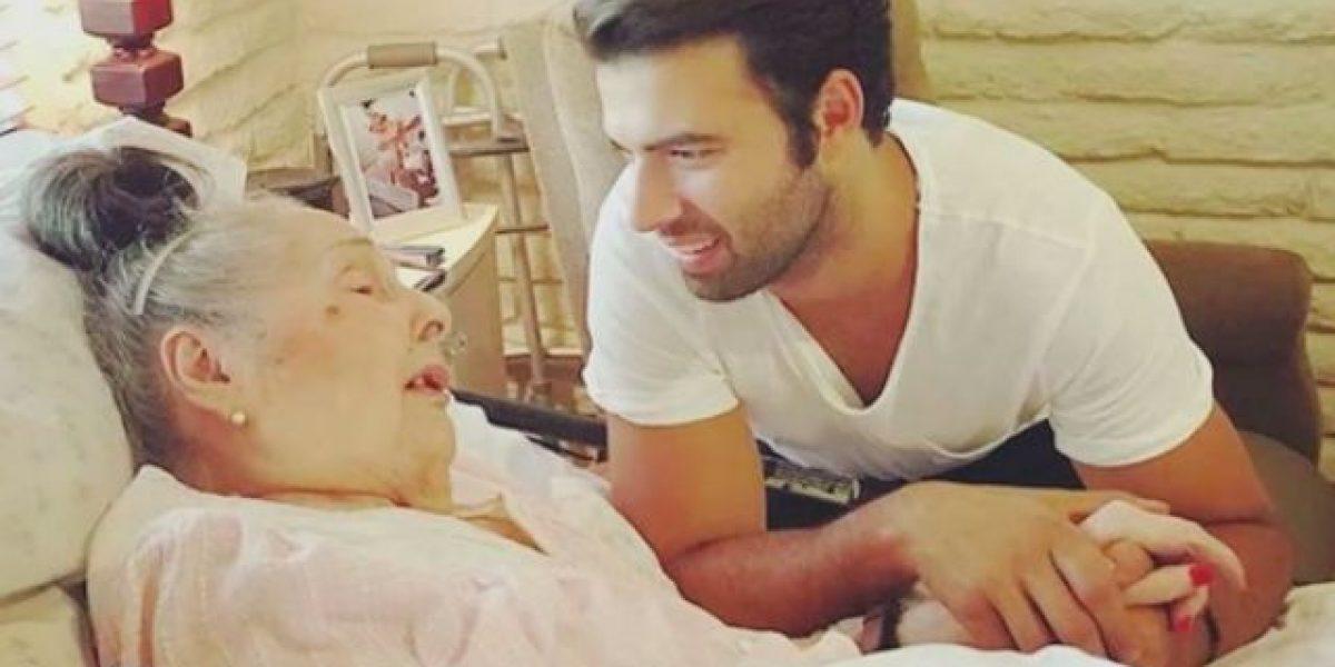 Jencarlos Canela emociona a una abuelita de 96 años