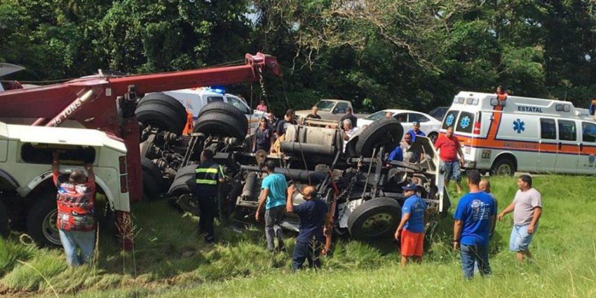 Descomunal tapón tras accidente con camión en Expreso 52