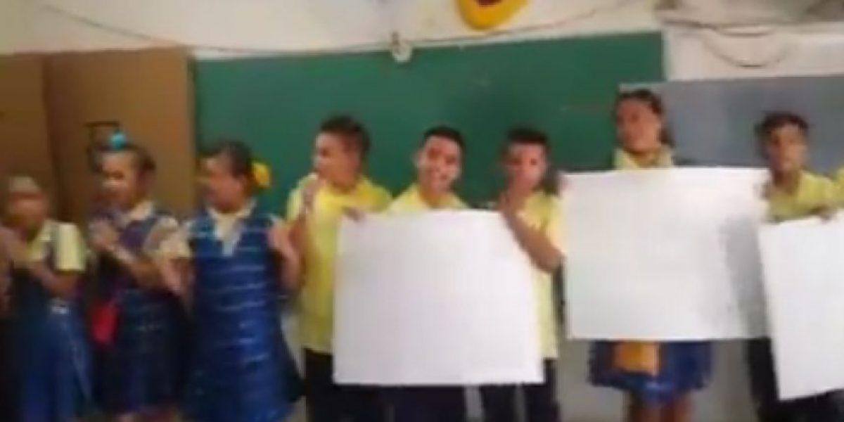 Niños de escuela de Juana Díaz le recuerdan a Culson sus logros