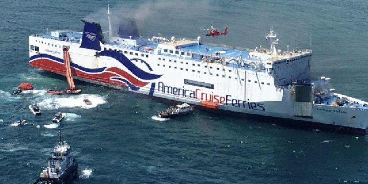 Fuego del ferry encallado Caribbean Fantasy sigue activo