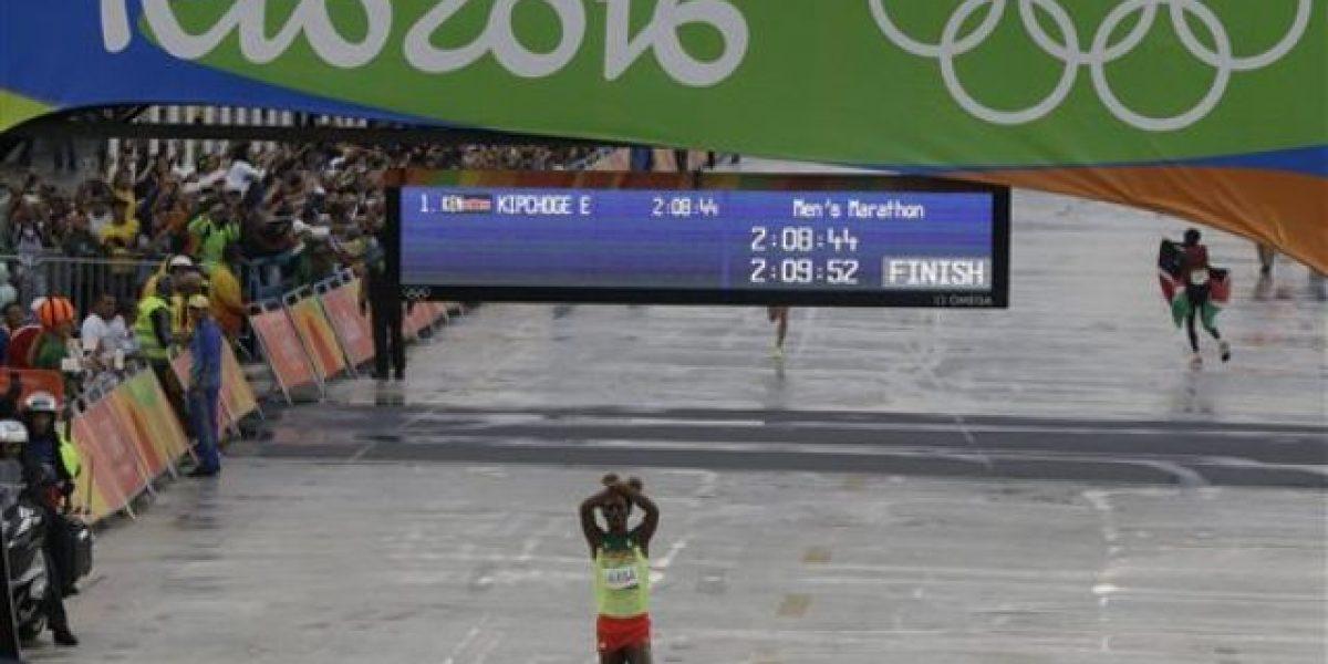 Etiopía recibirá como héroe a maratonista Lilesa