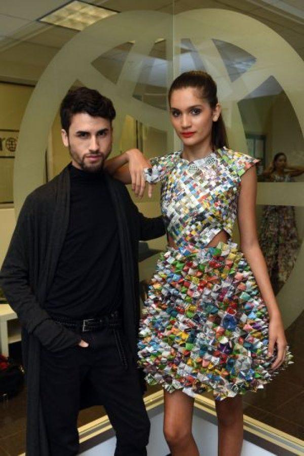 El diseño de Herman Nadal fue uno de los que más llamó la atención, al utilizar la técnica de origami en el vestido. Foto:Dennis Jones. Imagen Por: