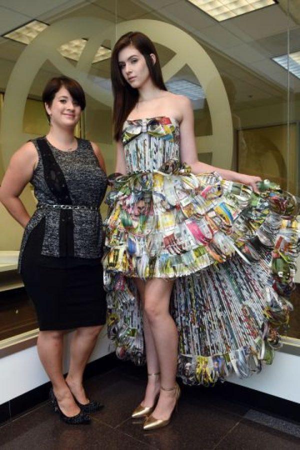 La diseñadora Sharon Cruz dijo a Metro que para la creación de su vestido jugó con las formas, los estilos y los patrones, para crear una pieza única y original en la primera vez que trabajaba con ese tipo de material en la confección de un traje. Foto:Dennis Jones. Imagen Por: