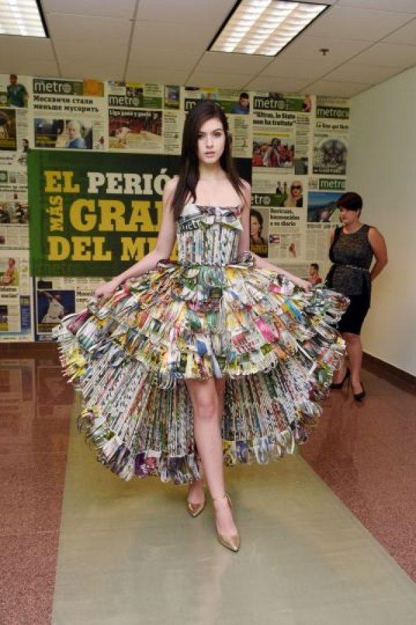 Sharon Cruz confeccionó un vestido muy llamativo que se lució en la pasarela. Foto:Dennis Jones. Imagen Por: