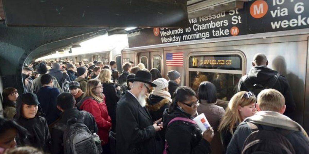 Aumentan quejas por las altas temperaturas en el interior metro de Nueva York