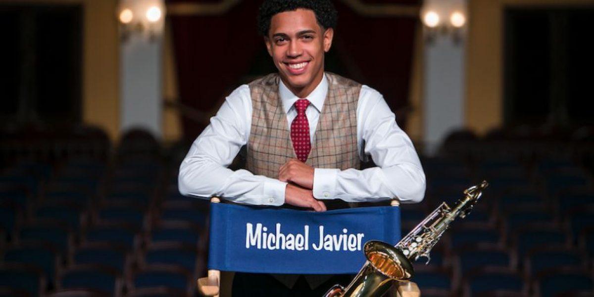 Cumple su deseo de tener un saxofón