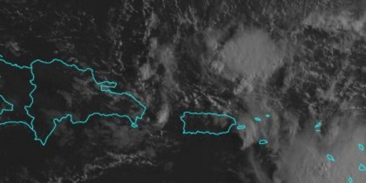 Fuerte onda tropical muestra leves señas de organización