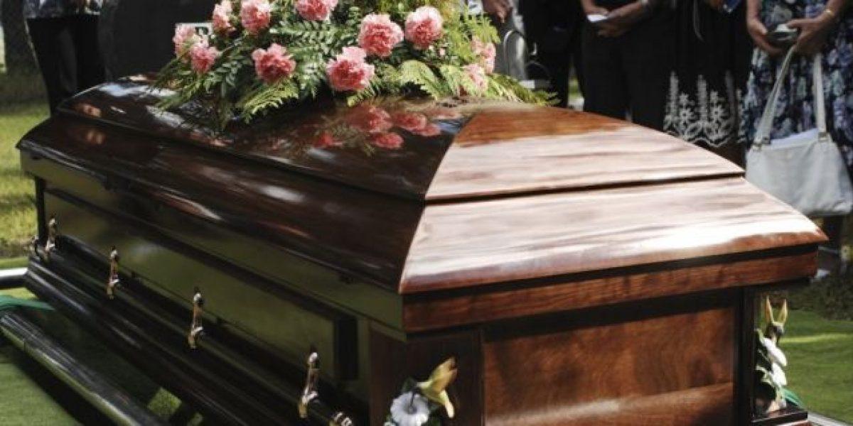 Molestos funerarios por cargo de 50 dólares