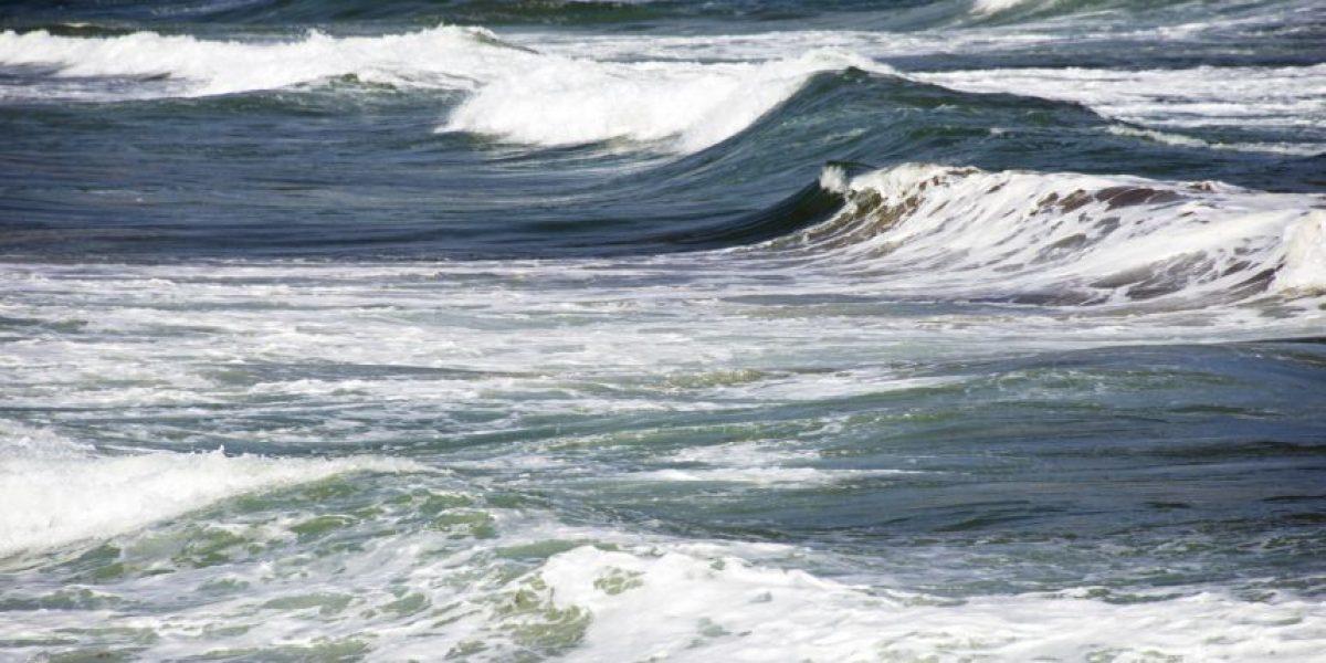 Alertan a navegantes por fuerte oleaje