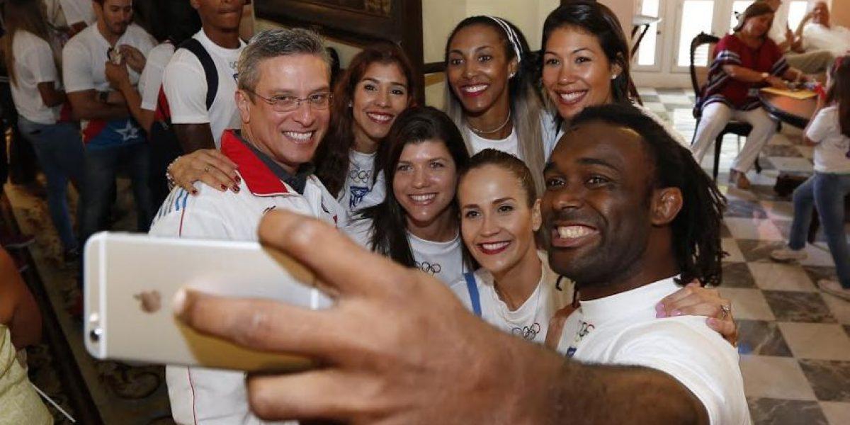 Gobernador recibe en La Fortaleza a la delegación de Puerto Rico