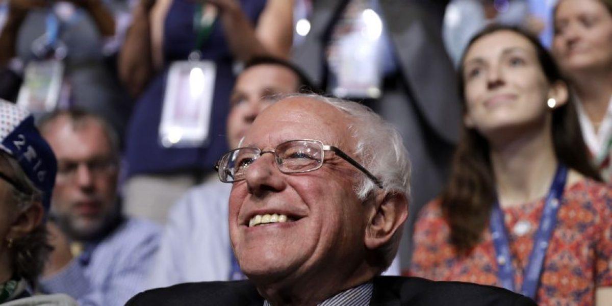 Bernie Sanders se une acelebración por indulto de Oscar López