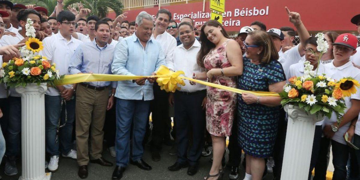 Inauguran la primera escuela especializada en béisbol en el DE