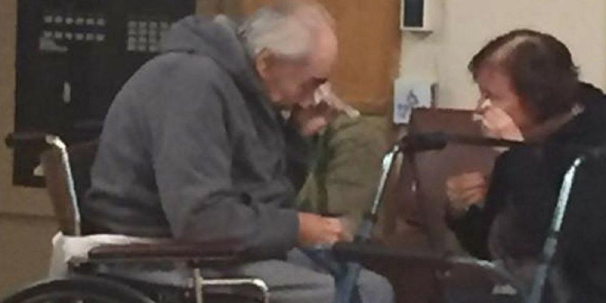 Esposos lloran tras separarse luego de 62 años juntos